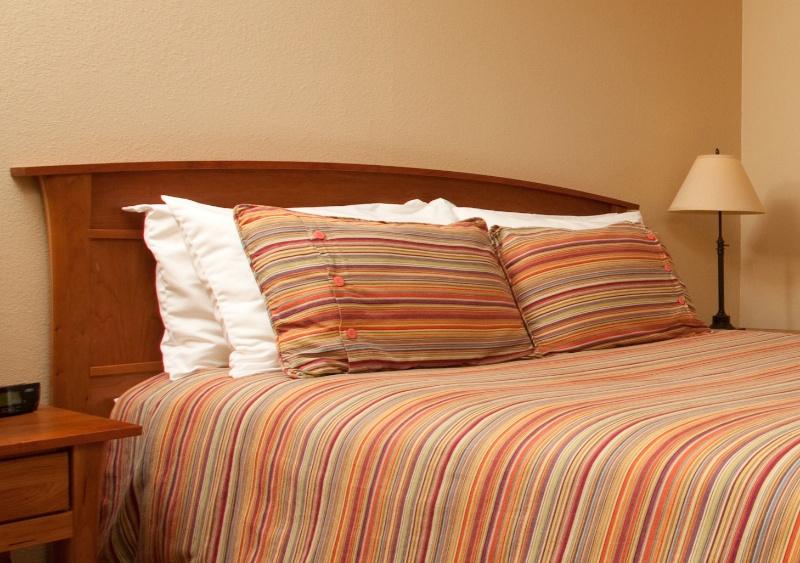 Ocean-Inn-Room-2-3